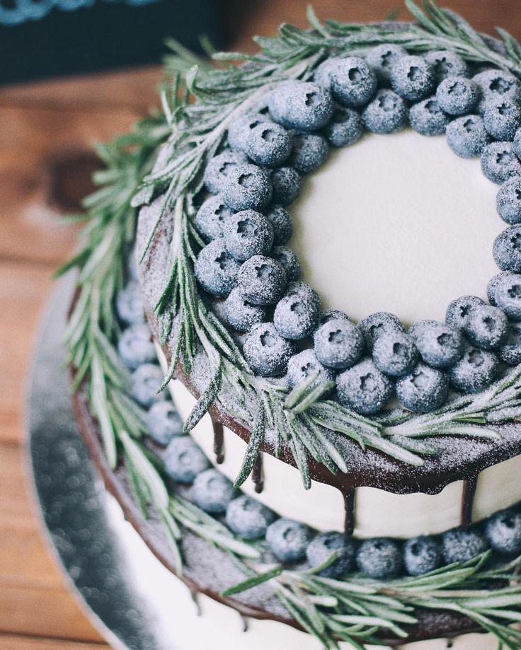 С другого ракурса этот снежный красавчик  #foodbookcake #foodbookcake_wedding