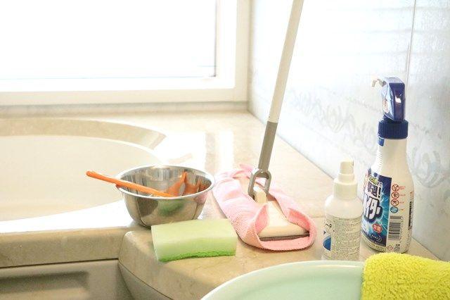 お風呂の天井についた黒カビの取り方 掃除が楽になるカビの予防法