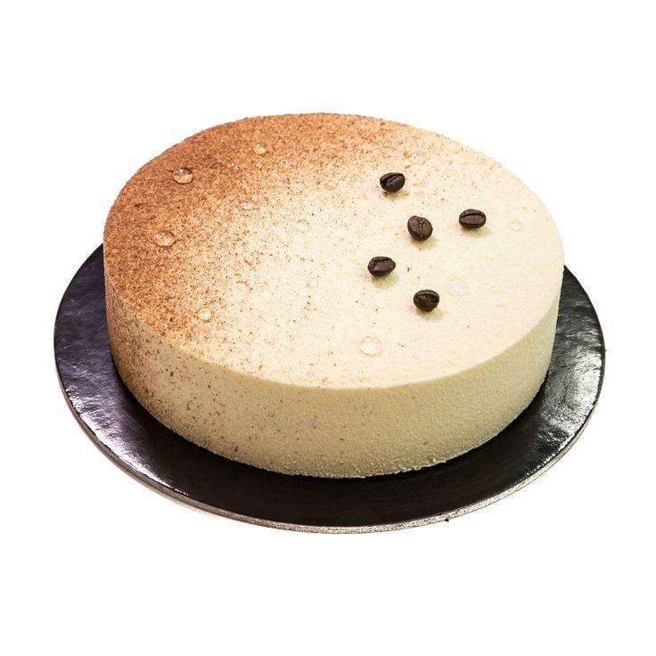 Mousse al mascarpone con gelatina al caffè e spuma leggera al cappuccino, biscuit al cacao senza farina. Il tutto decorato da effetto velluto bianco e marrone.... Ultima creazione di C'est la vie