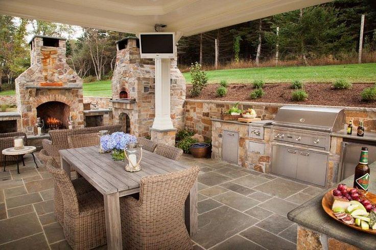 barbecue cuisine d'été à gaz avec couvercle inox, coin-repas et salon avec cheminée