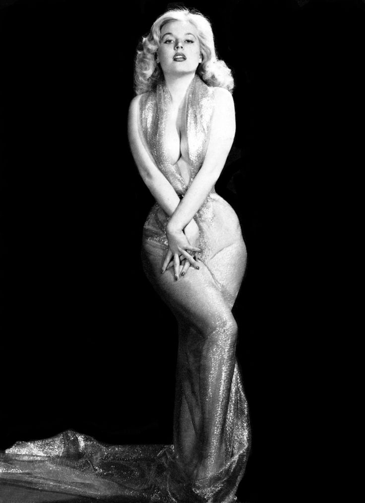 Betty Brosmer was quite possibly THE first supermodel, appearing on over 300 magazine covers in the '50s. She had one of the most impressive figures ever, with measurements of 38/18/36. She was the highest paid model of the 1950s, and for darn good reason!