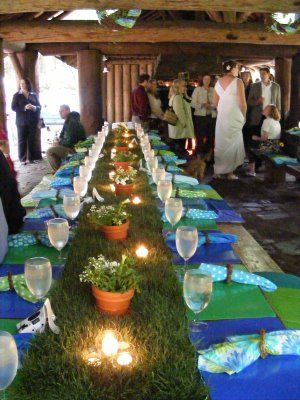 A living grass table runner made from sod. This is wonderful!