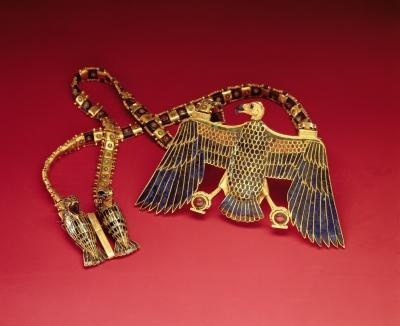 Necklace with vulture pendant, from the tomb of Tutankhamun (c.1370-1352 BC) New Kingdom (gold encrusted with lapis lazuli and cornelian)
