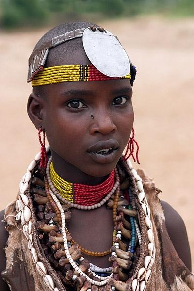 Africa | Hamer woman. Omo Valley, Ethiopia | ©Inaki Caperochipi
