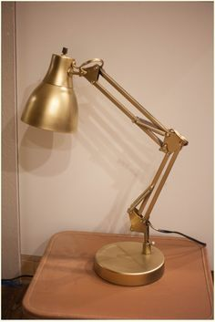 How to spray paint a lamp gold with the best gold spray paint! DIY Vintage gold desk lamp. #diy