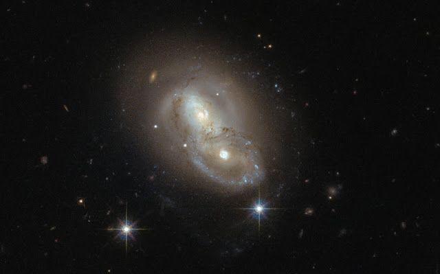 Tabrakan dua galaksi spiral masif LEDA 18516. Kredit: NASA/ESA/Hubble   SpaceNesia - Baru-baru ini, Teleskop Antariksa Hubble berhasil m...