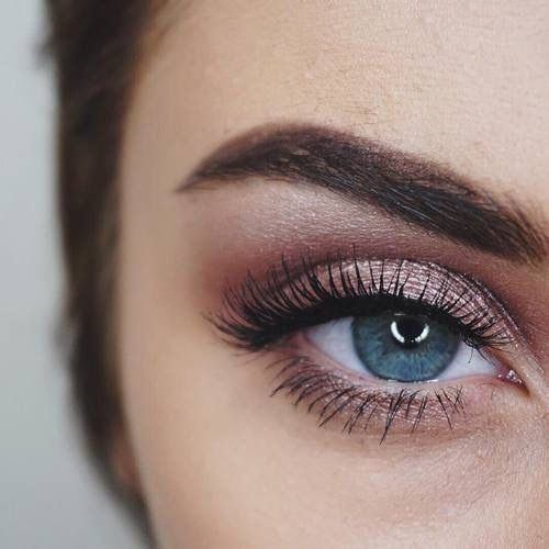 Love the rose tones on blue eyes.