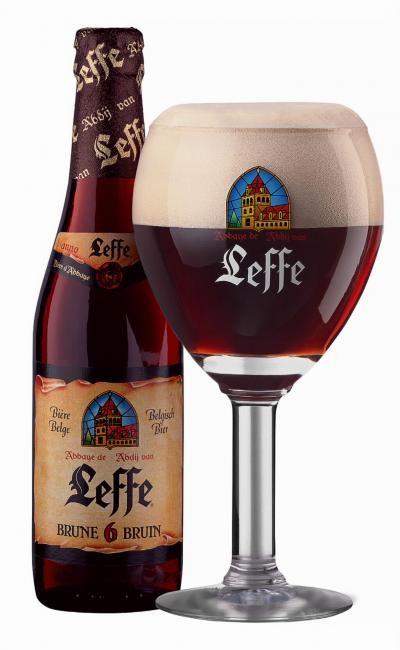 Bruin: een diep donkere Leffe Bruin bier.