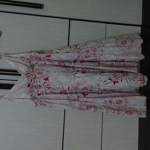 Buy VOIR Floral Evening Dress in Klang,Malaysia. Unused Good Condition  Size:M Get great deals on Dresses Chat to Buy