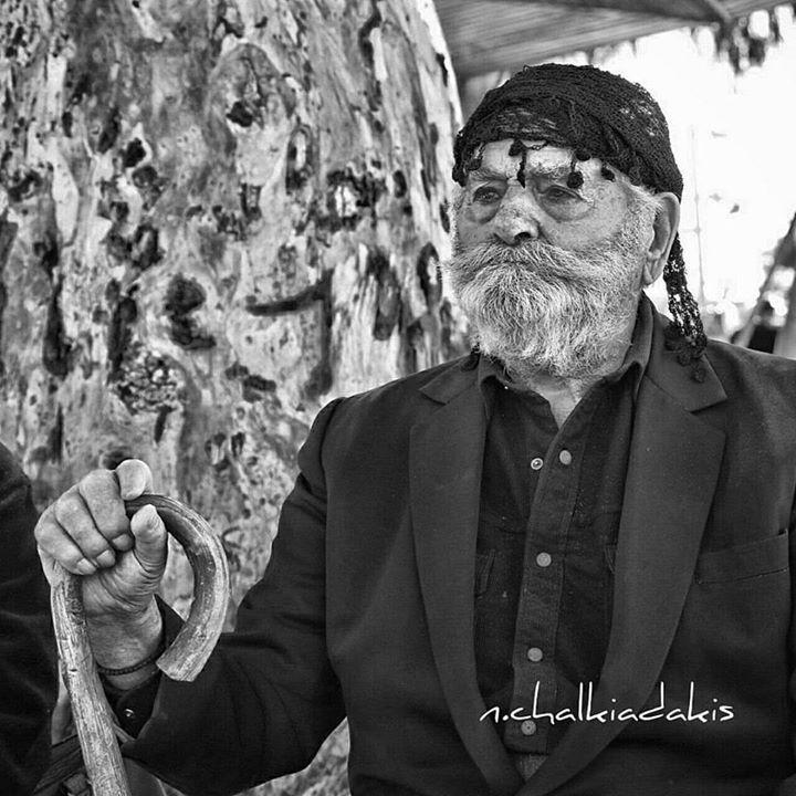 Μια αυθεντική κρητική καλημέρα σε όλο τον κόσμο! Ο Καβαλόκωστας από τον κάμπο του Αγίου Σύλλα Ηρακλείου. #Kalimera all over the world!! #crete, #greece.  Photo:N.Chalkiadakis #cretan #oldman http://www.cretans.gr