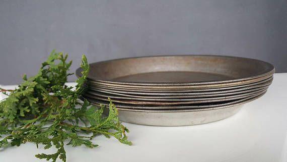Pie plate métal - assiette à tarte en métal -  cheap, good deal!  For Christmas decor or rustic meals presentation, good for traditionnal homemade cooking vintage