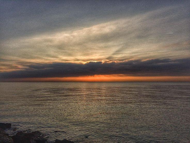 sea. #luisjardi #luis_jardi #iphone6splus #photography #sfxcentral #soundeffects #zoomf8 #zoom #sea #sunshine #ligthing #cubase #logicpro #soundtrack #seawaves