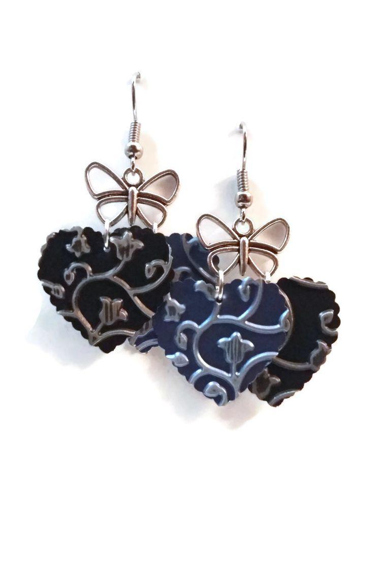 Boucles d'oreilles légères aluminium et métal argenté - Papillon et coeurs festonnées - Bleu marron : Boucles d'oreille par cap-and-pap