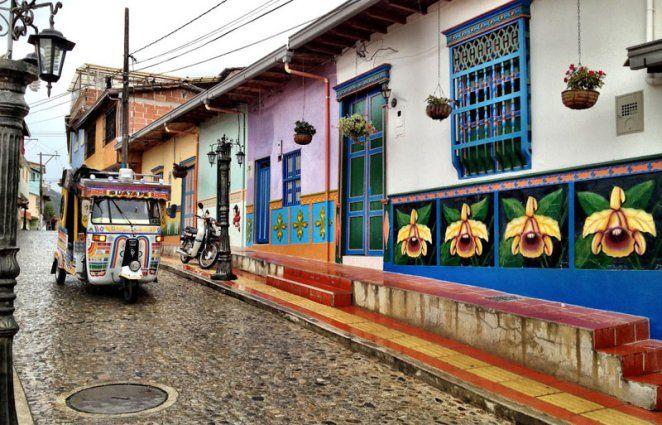 GUATAPE, PUEBLO CERCANO A MEDELLIN, COLOMBIA - Guatape, a small town near Medellin