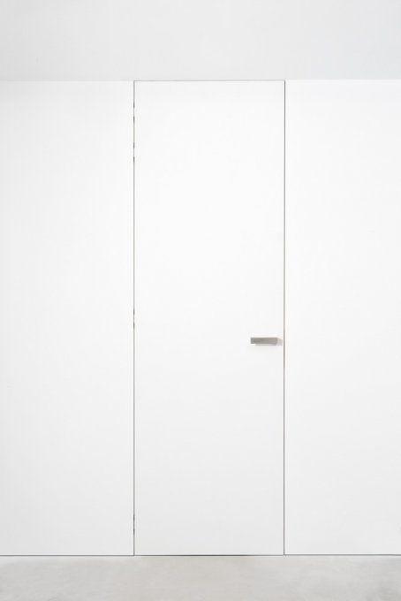 Xinnix frameless door.
