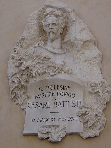 altorilievo a Cesare Battisti  (Rovigo) VIRGILIO MILANI (Rovigo, 29 febbraio 1888 – Rovigo, 15 marzo 1977) #TuscanyAgriturismoGiratola