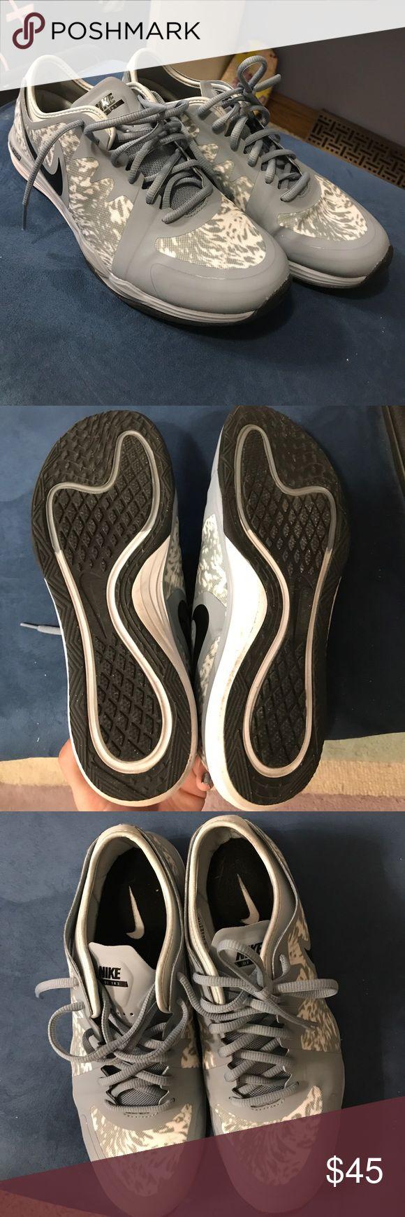 NIKE Dual Fusion Worn once Nike Dual Fusion  cheetah print. Nike Shoes Athletic Shoes