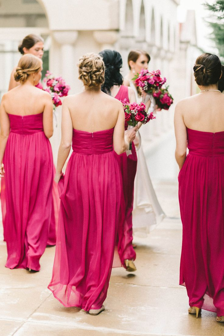 More berry bridesmaid dresses please! So refreshing and pretty. Photography: Elizabeth Fogarty