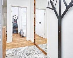 Aranżacje wnętrz - Hol / Przedpokój: 59 m2 na nowo - Hol / przedpokój, styl skandynawski - LIVING BOX. Przeglądaj, dodawaj i zapisuj najlepsze zdjęcia, pomysły i inspiracje designerskie. W bazie mamy już prawie milion fotografii!