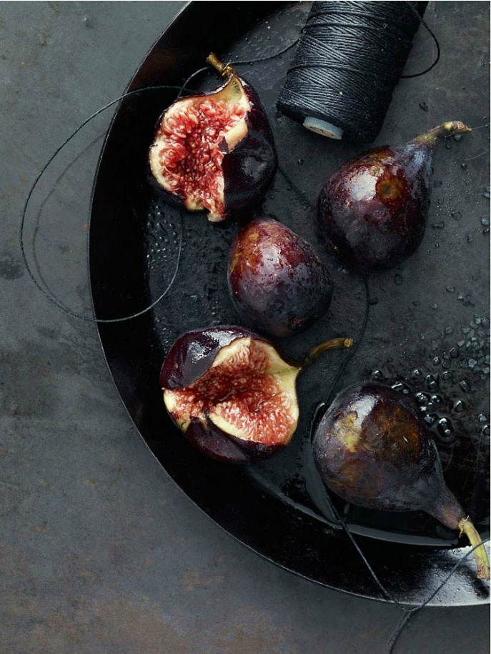 .: 2Colorson Tina, Moody 2Colorson, Food Style, Figs Noir, Anna Williamsblack, Food Fruit, Food Photography, Black Plates, Food Photos