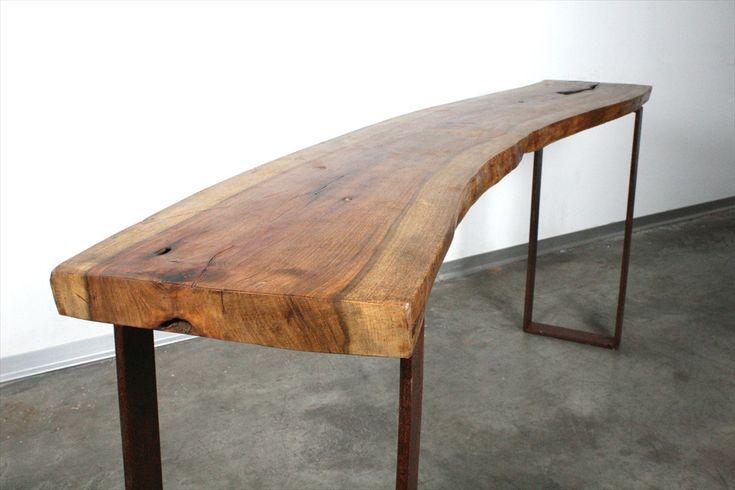 שידה מעץ ג'קרנדה נדיר עם רגלי ברזל ממוחזר