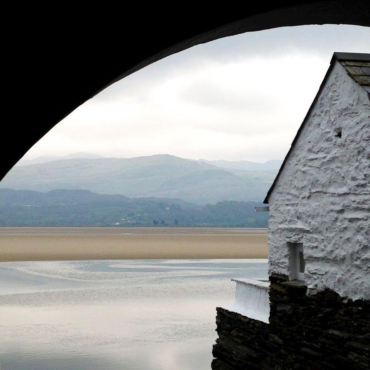 Portmeirion - Galles du Nord, UK, Royame-Uni, vu,mer, ciel nuageux, déco, salle de séjour, couleur, bleu, gris, photo by kpicts on Etsy