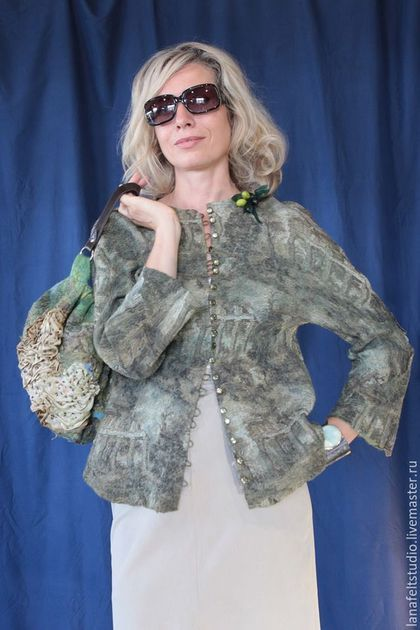 Купить или заказать Жакет 'Путешествие в Италию' в интернет-магазине на Ярмарке Мастеров. Жакет 'Путешествие в Италию' с очень живописным принтом. Войлок, шелк, роспись по шелку. #lanafelt #дизайнерскаяодежда #валяние #ярмаркамастеров #авторскиеплатья #стильнаяодежда #шерсть #авторскаяработа #одеждаизвойлока #ручнаяработа #мокроеваляние #felt #felting #feltingwool #wool #handmade…