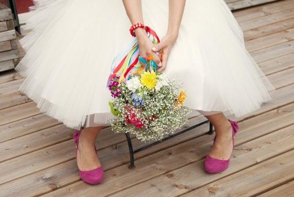 So nice le bouquet de couleur et les pompes roses