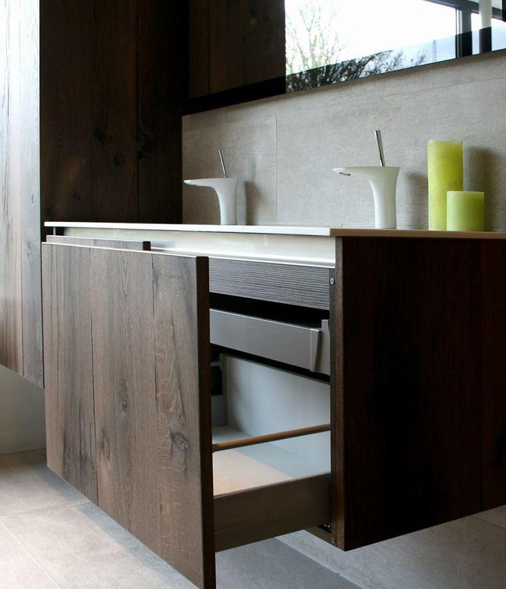 Wastafel meubel met een onderlade en een binnenlade