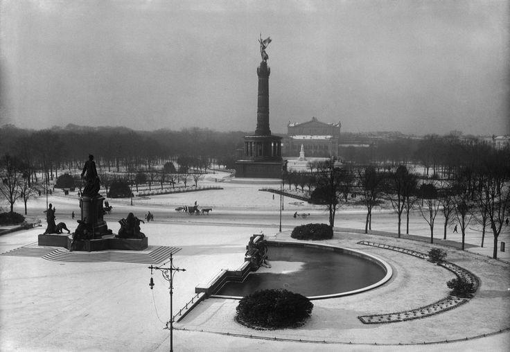 Königsplatz mit Kroll-Oper, Siegessäule, Bismarck-Nationaldenkmal im Winter, 1912 © bpk / Kunstbibliothek, SMB / Willy Römer