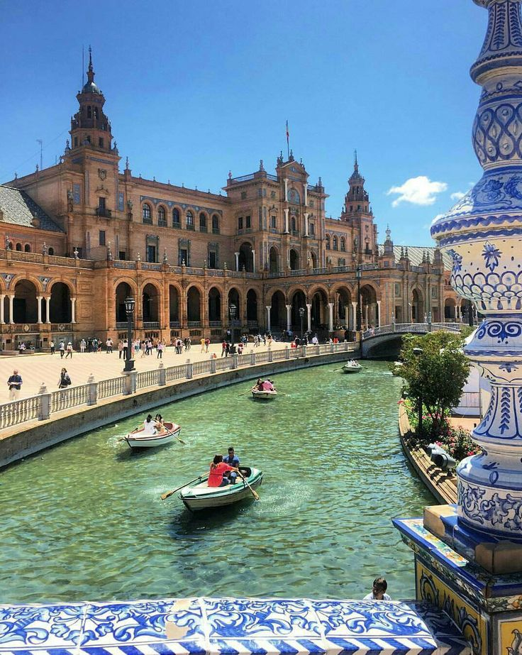 Study abroad in Seville, Spain and visit the Plaza de España