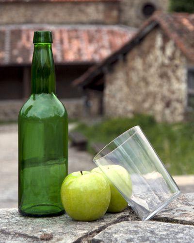 Sidra asturiana: ¿cómo escanciarla?, ¿en qué fijarnos para determinar su calidad?, ¿cómo conservarla y servirla?...