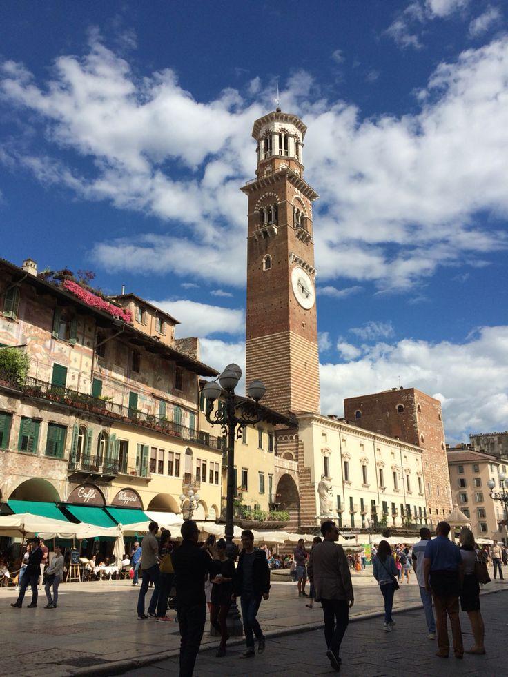 Verona: Piazza Erbe e Torre dei Lamberti