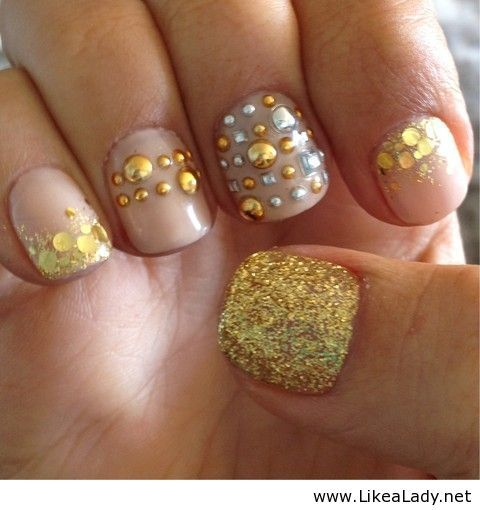 Gold jeweled nails