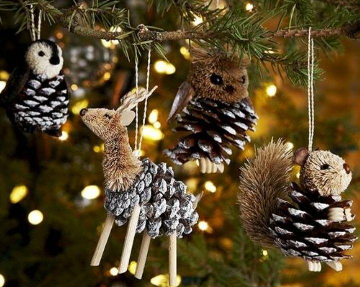 Der Herbst hat schon seinen Einzug gehalten und dann ist es auch nicht mehr weit bis Weihnachten! Und dazu gehört natürlich auch ein Weihnachtsbaum! Fast jeder hat einen Weihnachtsbaum und die meisten Menschen haben in jedem Jahr dasselbe: Einen Tannenbaum mit einigen Lichtern und Weihnachtsschmuck darin. Aber das kann auch ganz anders! Sei mal kreativ …