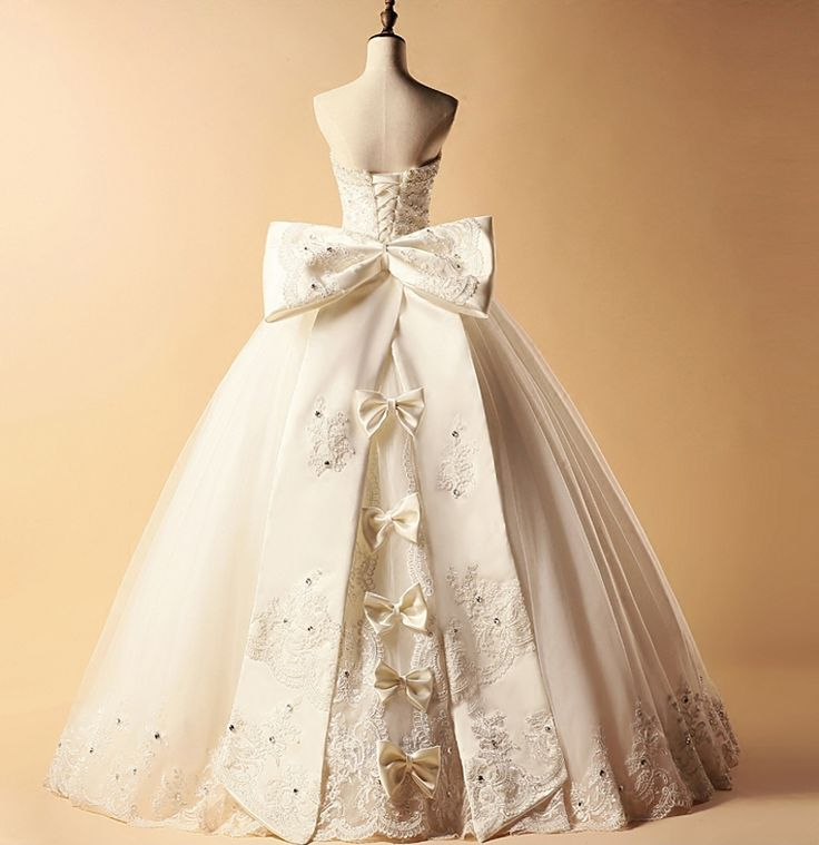 Vintage strapless big with big bow Wedding gown