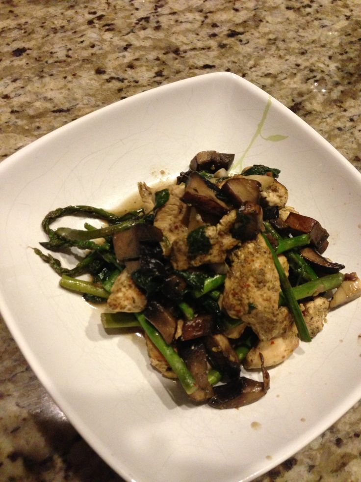 Garlic Portabella chicken with asparagus & spinach.. Living lean, The Dolce Diet