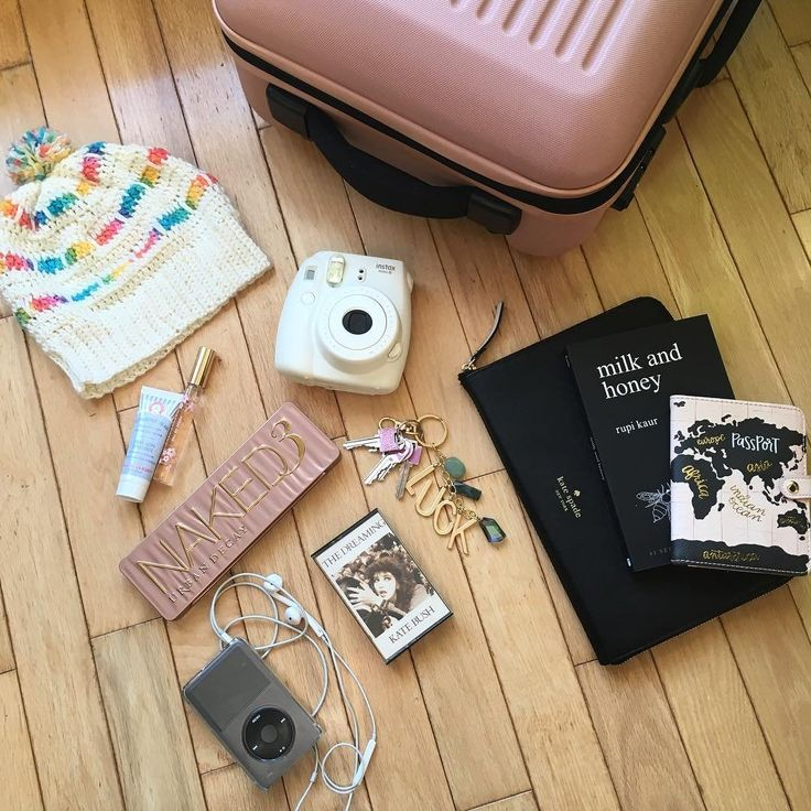 "72 Likes, 2 Comments - Tasia Marie (@tasiamarieb) on Instagram: ""Packing up today ✨"""