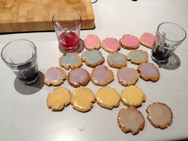 DIY FAILSAFE Coloured Icing by Lesley