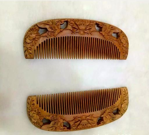 Green wingceltis of Asian American double carved the wooden comb High-grade sandalwood comb Green wingceltis of horn comb carvin