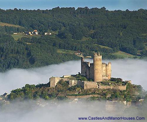Château de Najac Najac, Aveyron département, France....  http://www.castlesandmanorhouses.com/photos.htm ....  Najac has been near major events including, the Albigensian Crusade, the Hundred Years' War, the imprisonment of the Knights Templar, the peasants' revolts, and the French Revolution.