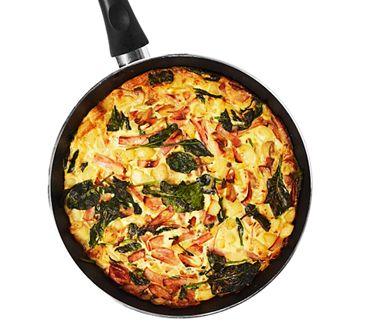 Frittata är en smakrik, italiensk variant av omelett som gräddas i ugn. Matig som en paj med ägg, potatis och lök, lik en bondomelett eller spansk tortilla. Här även med rökt skinka, champinjoner och bladspenat. Lättlagat, gott och prisvärt med ICA Basic.