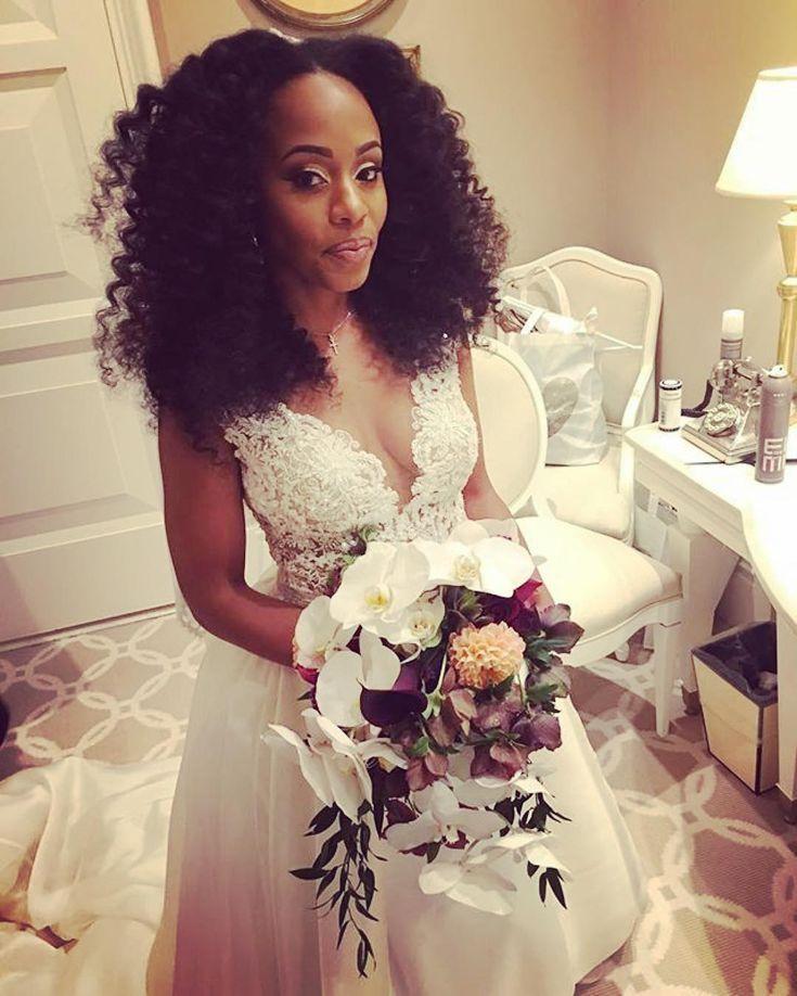 Beautiful bridal style! Congrats and thanks for sharing  #munaluchi #munaluchibride #weddingthings #inlove | #Repost @ricohairapist  #congrats #simone #wynnwedding #naturalhairbride