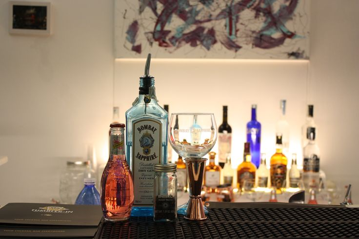 wedding cocktail, wedding bar, hibiscus gin