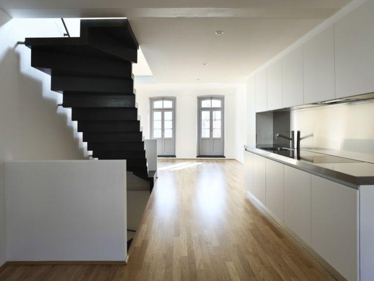 . Keuken model Haaksbergen  Greeploos design, RVS werkblad, Bosch apparatuur  #interieur & #keukens #funda
