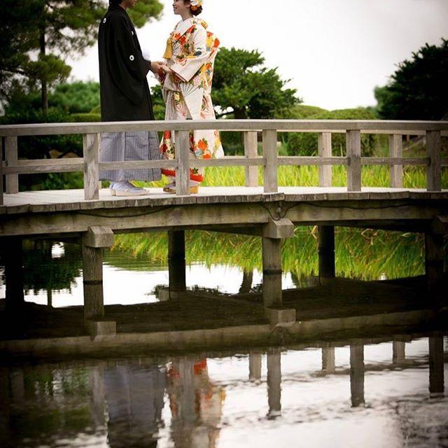 【real_wedding_staff】さんのInstagramをピンしています。 《和装前撮り🌸桜の時期が待ち遠しいですね〜🌸 #フォトウエディング #竪町 #竪町ストリート #リアルウエディング #日本中のプレ花嫁さんと繋がりたい #和婚 #兼六園 #前撮り #フォトウェディング #桜》