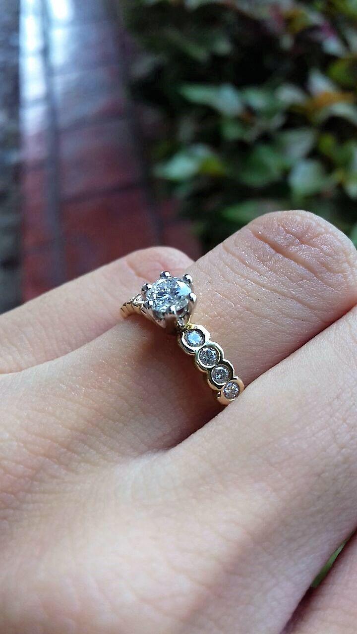 8040a96a014c Anillo de compromiso con diamantes naturales. colección romántico ...