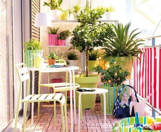 Küçük Balkonlar İçin Saksı Fikirleri En sevdiği bitkiler ve çiçeklerle dekore edilmiş bir balkonda oturmak eminim herkesin hoşuna gider. Geniş balkonları olanlar rahatlıkla istediği saksılarla balkonlarını süsleyebilir. Fakat küçük ve dar balkona sahip olanlar alanın saksılarla daha fazla küçüleceğini düşündüğü için dekorasyonda https://www.yemekodasi.com/kucuk-balkonlar-icin-saksi-fikirleri/  #BalkonDekorasyonu #Balkon, #BalkonÇiçekle