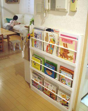 子供に絵本を読んで欲しいから、リビングに絵本をおきたくて。。。 でも、子供の本は、カラフルでサイズもばらばら そこで、キッチンカウンターの横にぴ...
