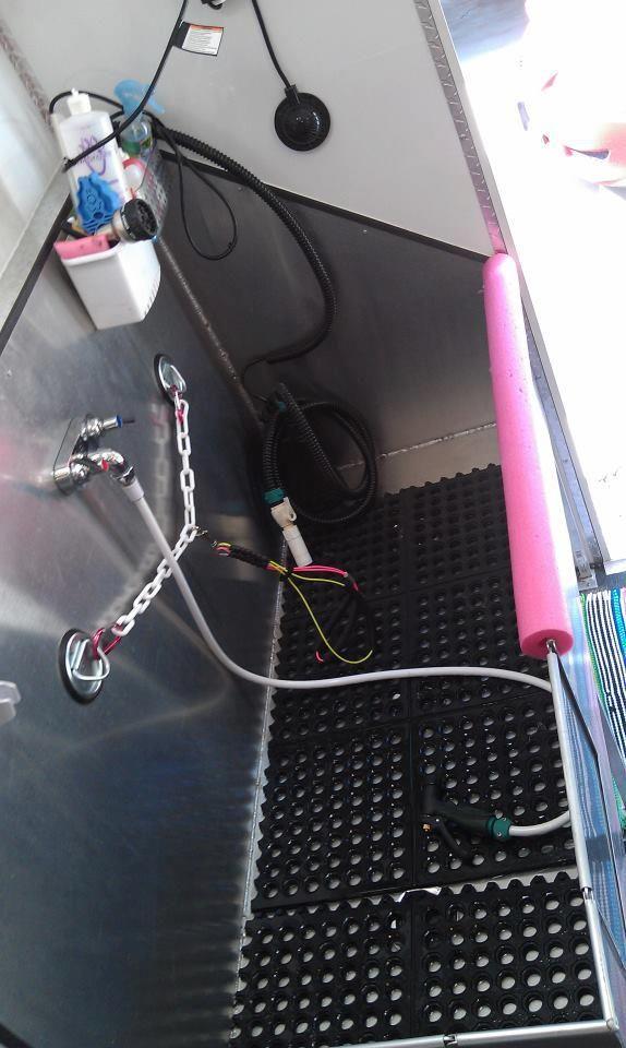 Custom Dog Grooming Tub Interior